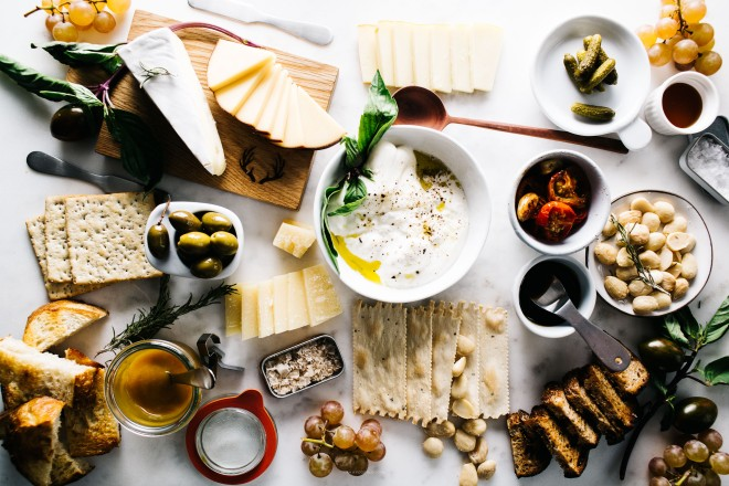 how-to-make-the-ultimate-cheese-plate-5w